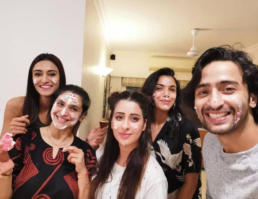 Shaheer Sheikh, Erica Fernandes celebrated on-screen mother Supriya Pilgaonkar's birthday 5
