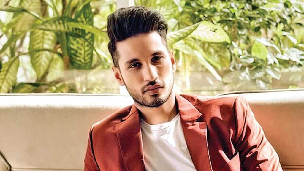 Smart and fit looks of Arjun Kanungo 1