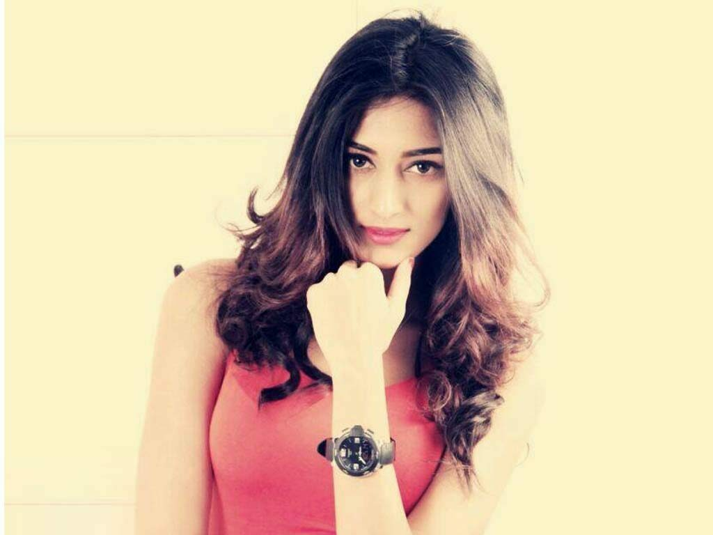 These pictures of Erica Fernandes set your screens sizzling hot 6