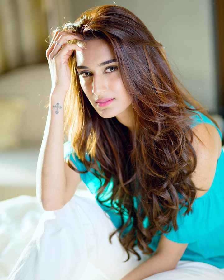 You can't miss Erica Fernandes' beauty evolution 2