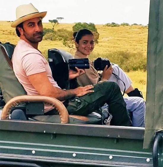 Alia Bhatt and Ranbir Kapoor's vacay pics will make you want to pack your bags and hit the road! 2