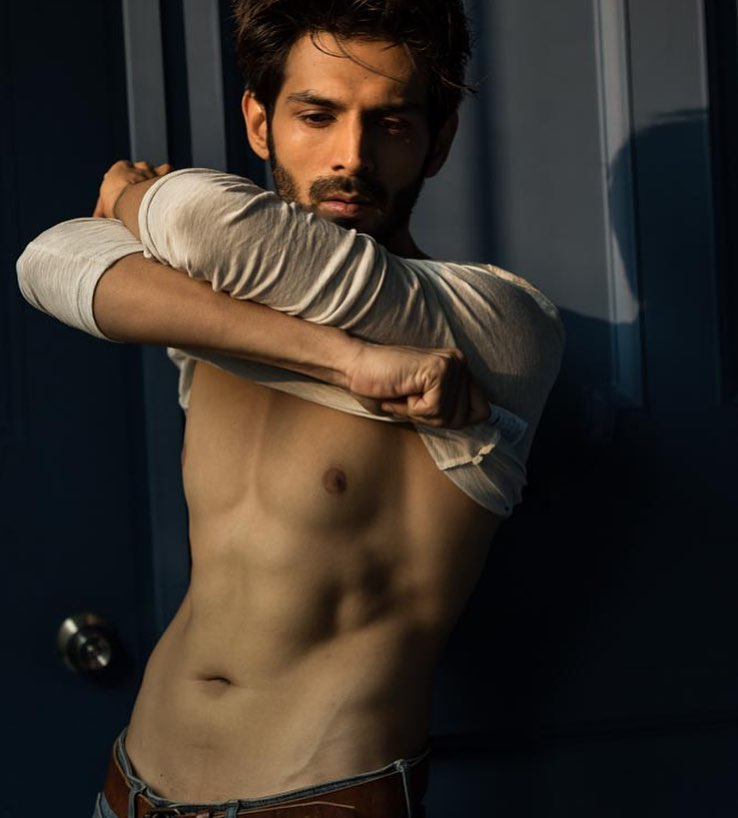 Attention Ladies! Kartik Aryan is an absolute hottie 6
