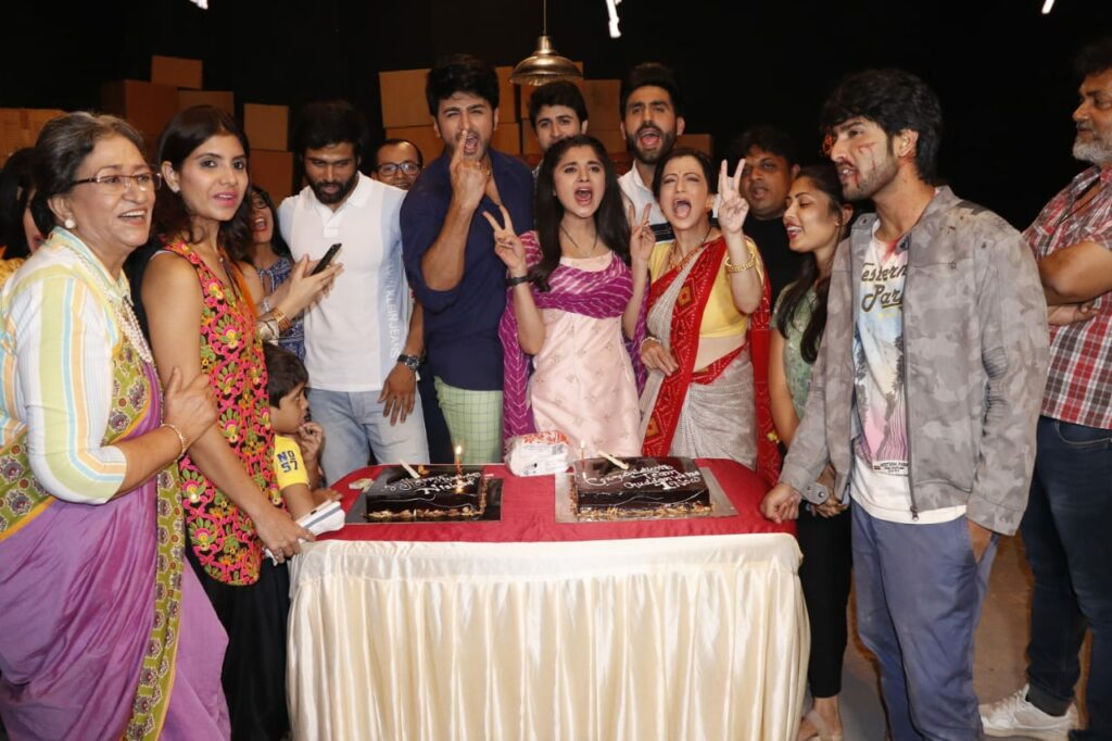 Guddan Tumse Na Ho Payega team celebrates one year completion 3