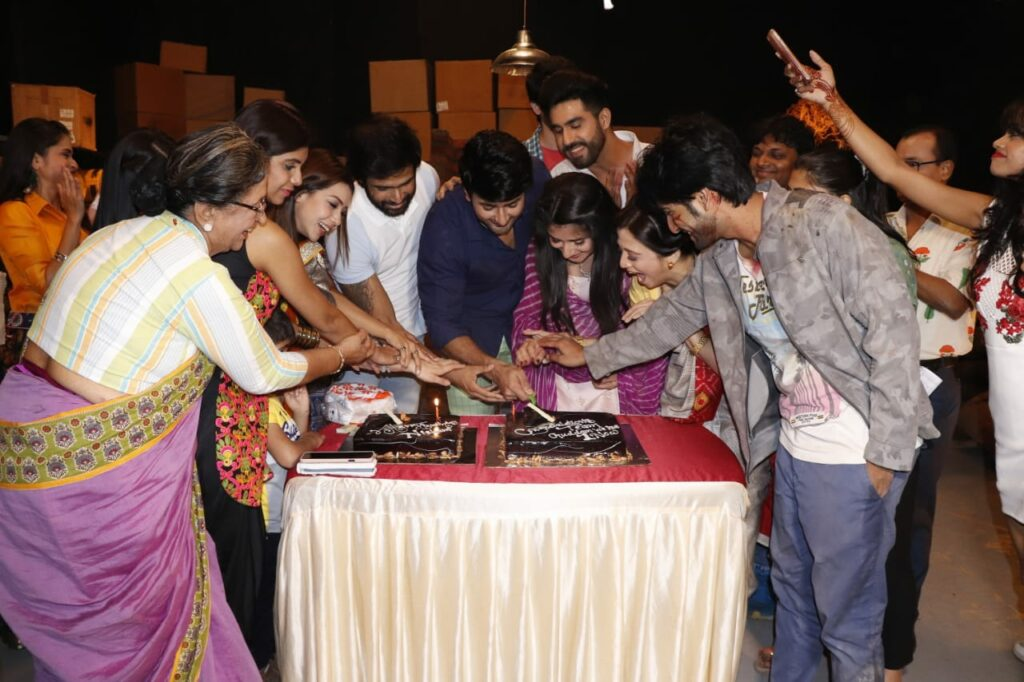 Guddan Tumse Na Ho Payega team celebrates one year completion 4