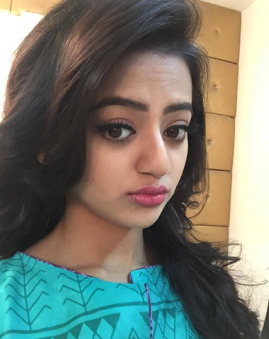 Helly Shah is a Selfie Queen. Here's proof