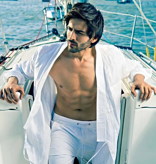Kartik Aaryan vs Sushant Singh Rajput: Who tops the hotness meter?