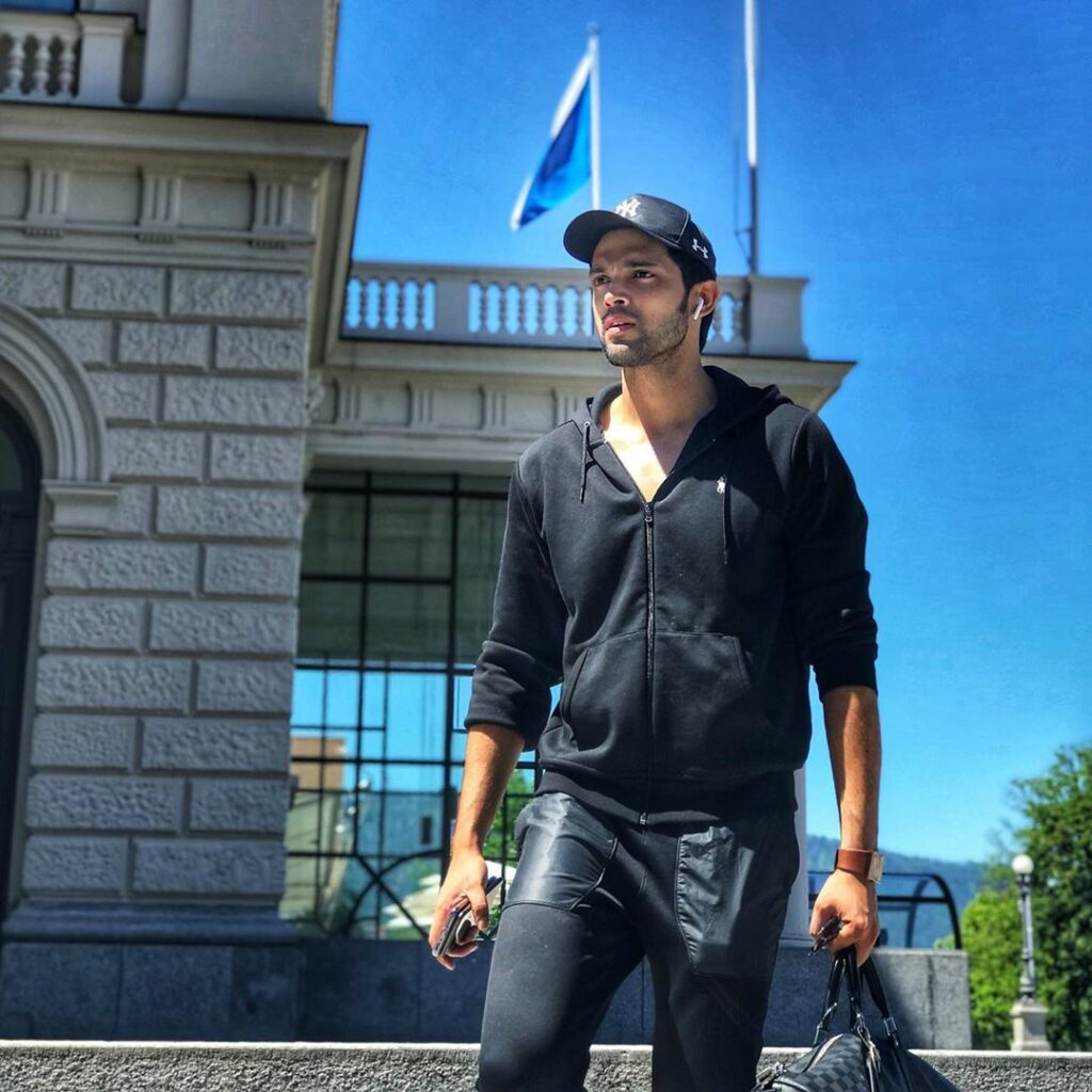 Our favorite TV superstar Parth Samthaan's style game is always on point 6