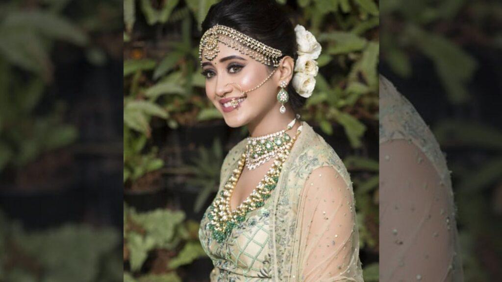 Shivangi Joshi aka Naira stuns in ethnic look 1