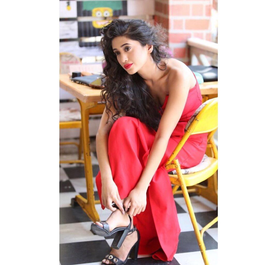 Stunning glam pics of Shivangi Joshi 5