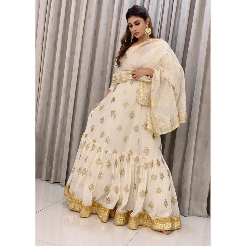 The crush of the month: Mouni Roy 5