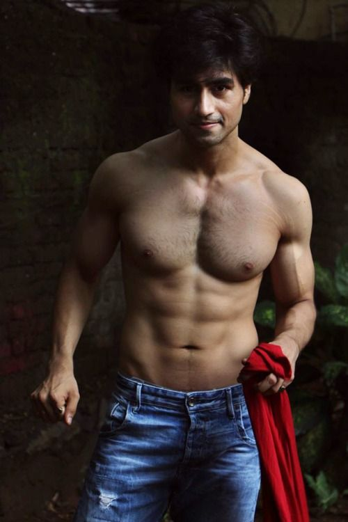 When Harshad Chopda left us drooling with his abs-tastic body