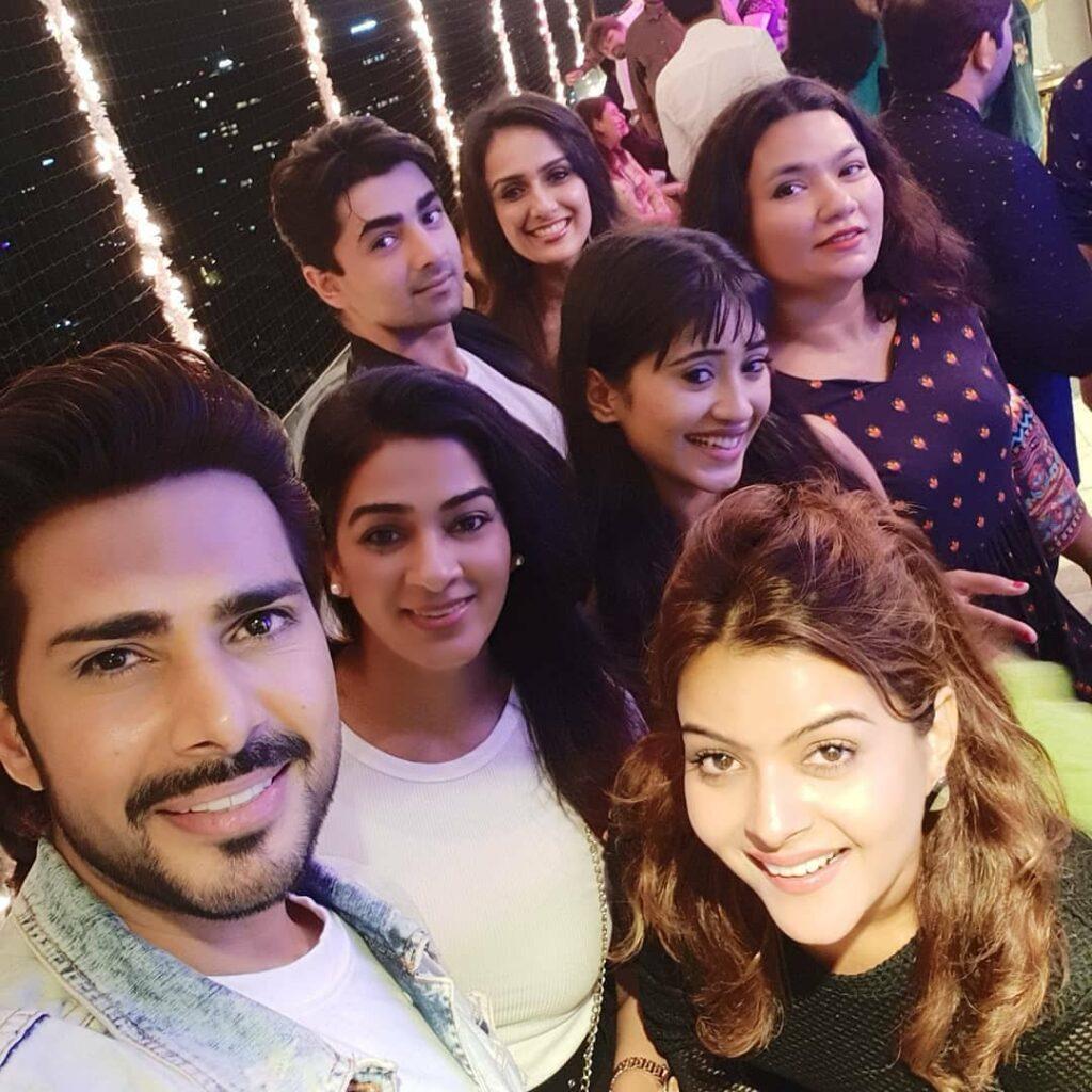 Yeh Rishta Kya Kehlata Hai: Mohsin Khan, Shivangi Joshi and team party hard on 3000 episodes completion 4