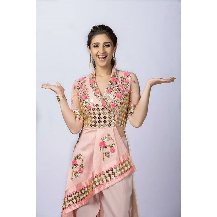 Here's why Dhvani Bhanushali proves she is the ultimate fashion diva 4