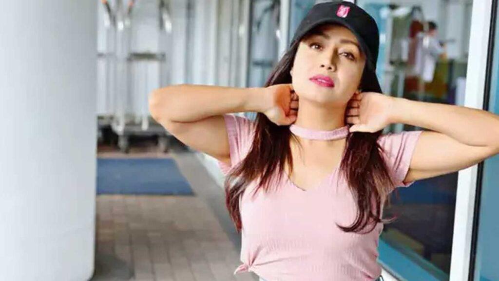 Neha Kakkar rocks the pink look
