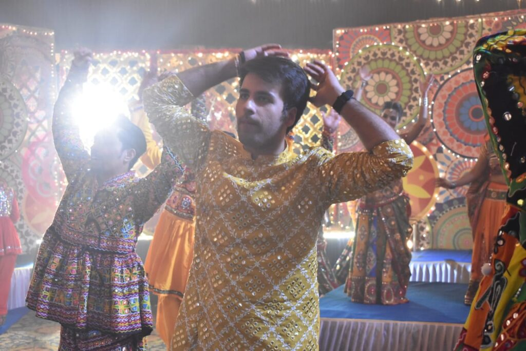 Yeh Rishtey Hain Pyaar Ke: Abir and Mishti's romantic dance during Navratri 15