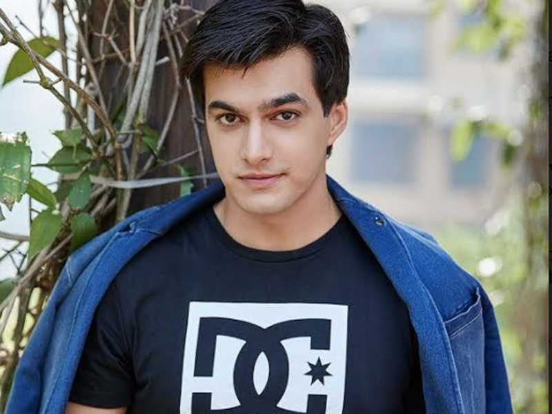 Mohsin Khan is the perfect man in black 4