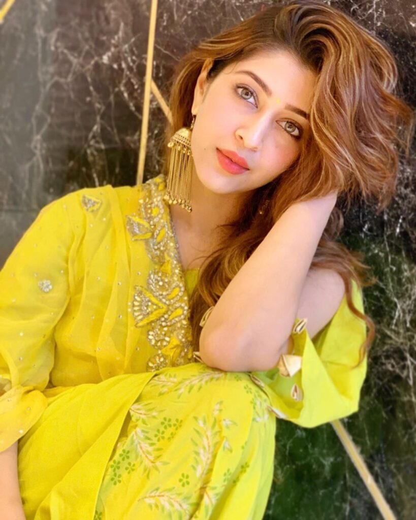 Sonarika Bhadoria exudes class in her Indian wear 9