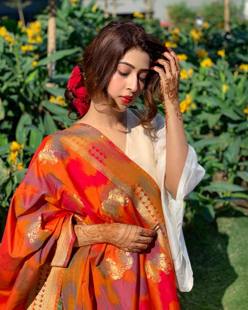 Sonarika Bhadoria exudes class in her Indian wear 7