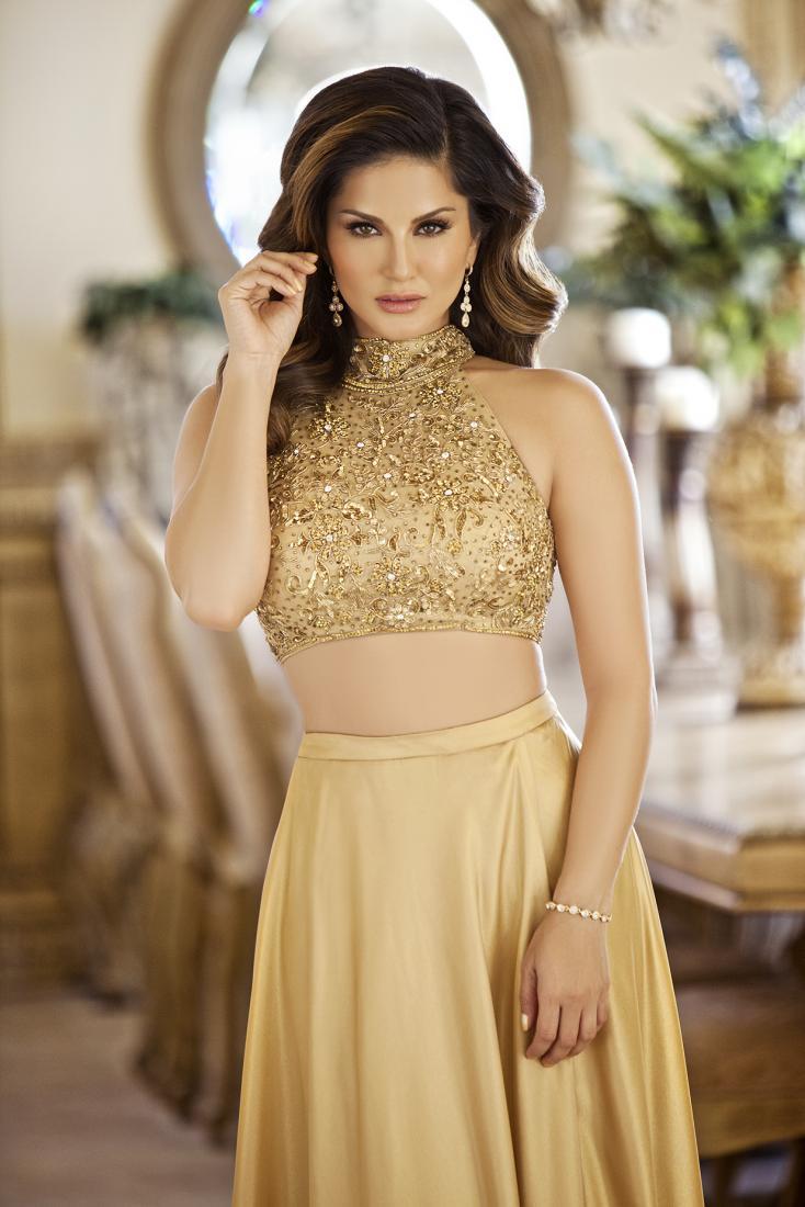 Sunny Leone: In Traditional Wear Or Western Wear? 1