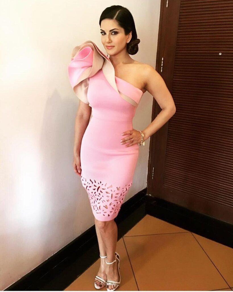 Sunny Leone: In Traditional Wear Or Western Wear? 3