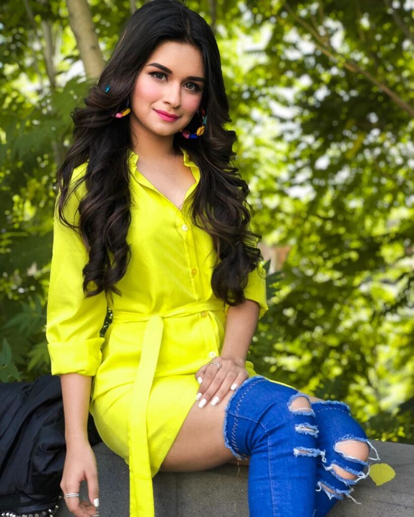 TikTok star Avneet Kaur inspires the youth with her style 3
