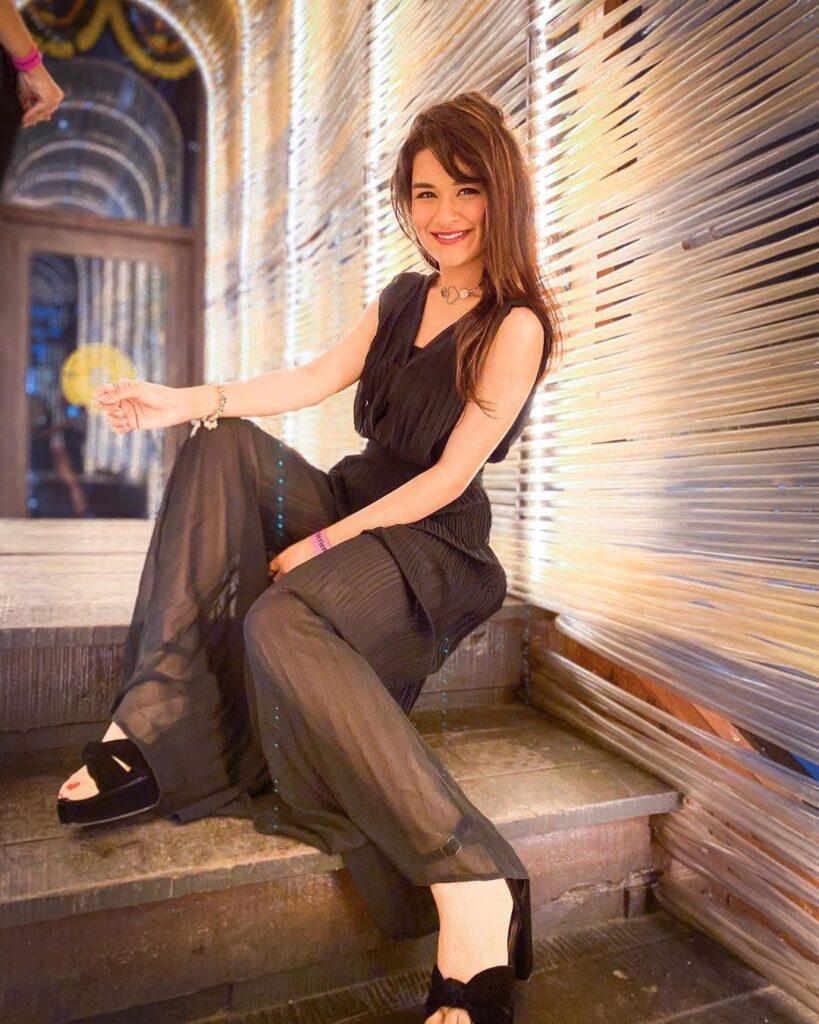 TikTok star Avneet Kaur is a true fashion icon. Here's Why…. 4