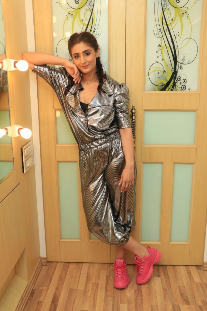 What makes Dhvani Bhanushali a true fashionista… 1