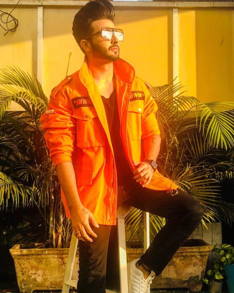 Dheeraj Dhoopar strikes a cool style statement with his sun glares 1