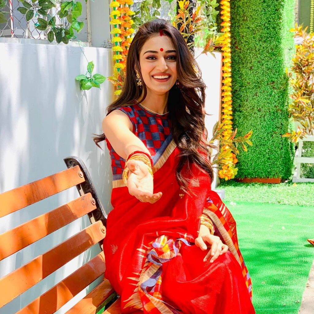 Erica Fernandes looks gorgeous in her saree look 2
