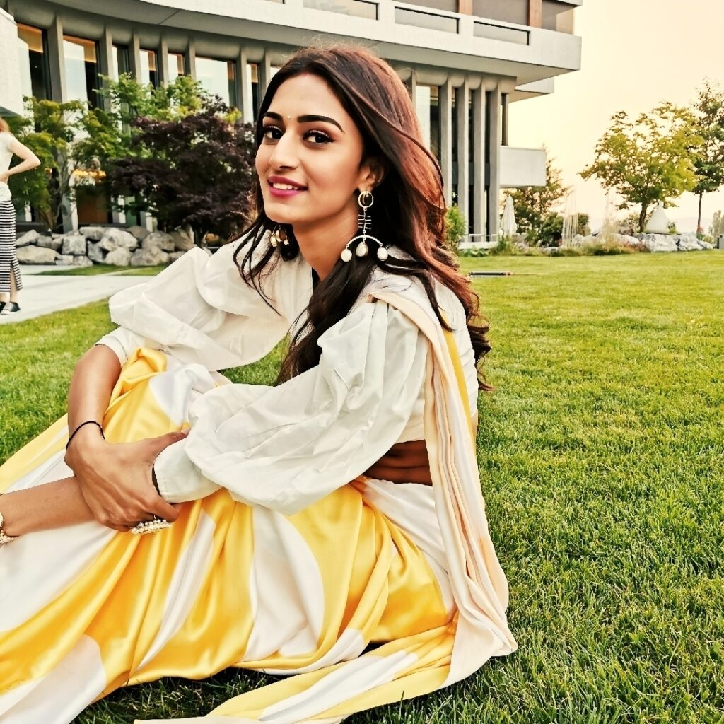 Erica Fernandes looks gorgeous in her saree look 3