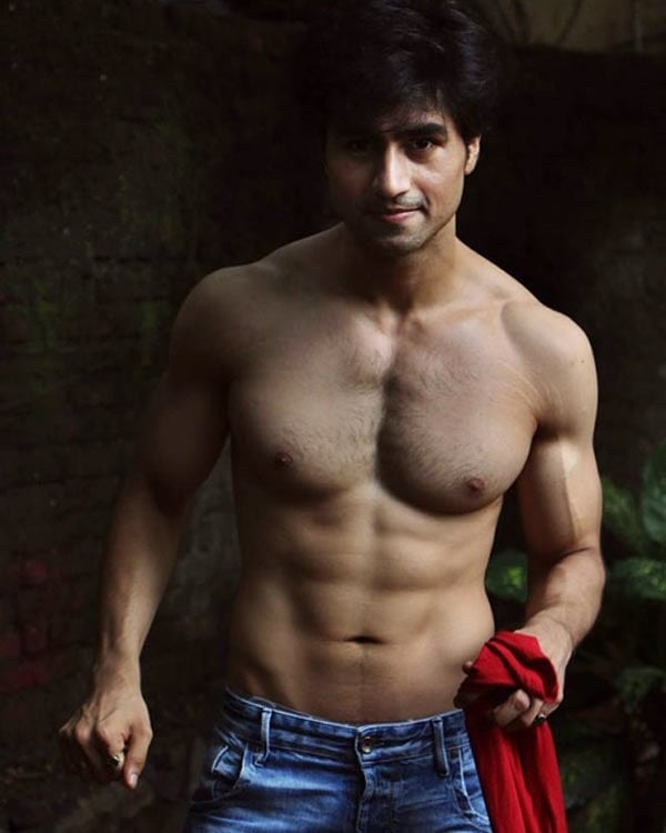 Hot looks of Harshad Chopda when shirtless 14