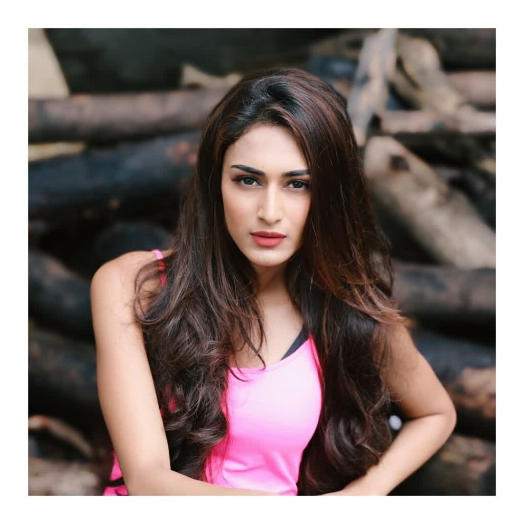 Let's end the year 2019 with these gorgeous pictures of Erica Fernandes 14