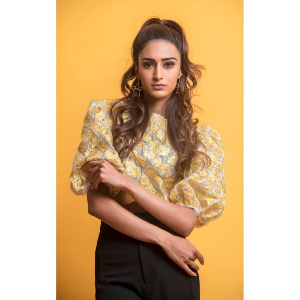 Let's end the year 2019 with these gorgeous pictures of Erica Fernandes 17