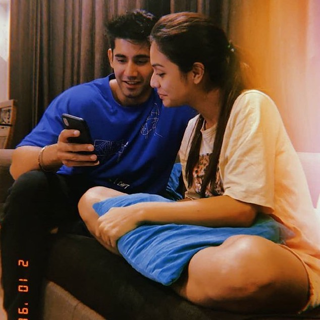 Lets Revisit Romantic Moments Between Varun Sood & Divya Agarwal 1