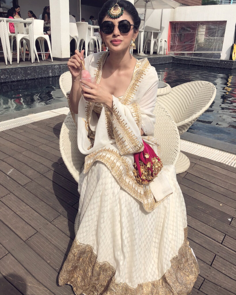 Mouni Roy looks classy in white saree 1