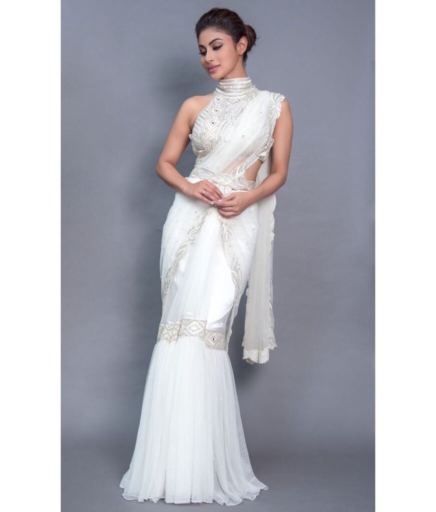 Mouni Roy looks classy in white saree 4