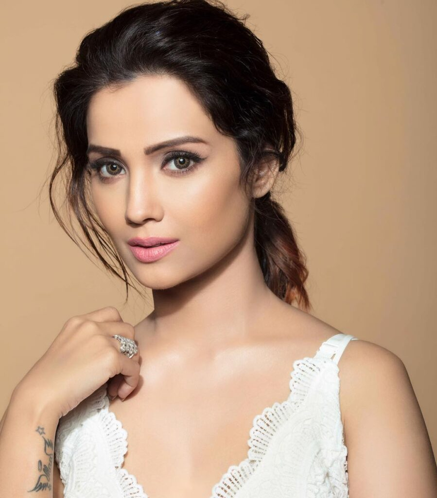 Pictures of Adaa Khan are raising the temperature 1