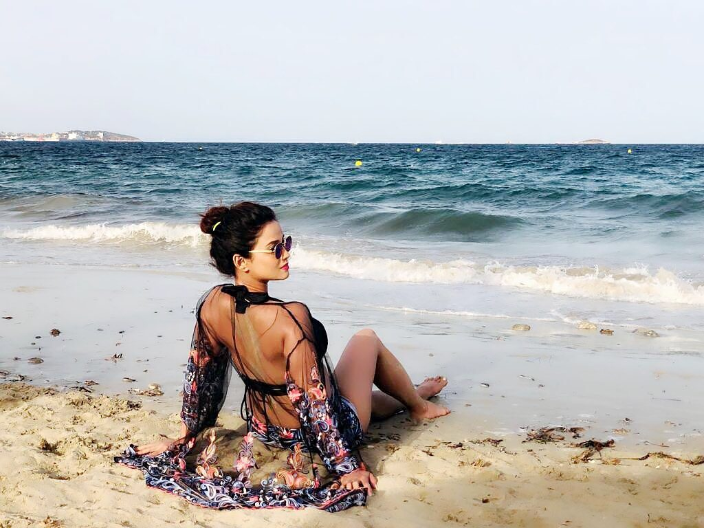Pictures of Adaa Khan are raising the temperature 4