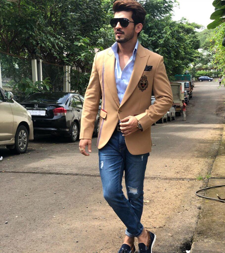 Sexy Suit Looks of Arjun Bijlani 6