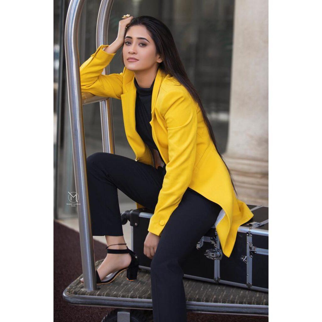 Shivangi Joshi and her attention-seeking style game 10