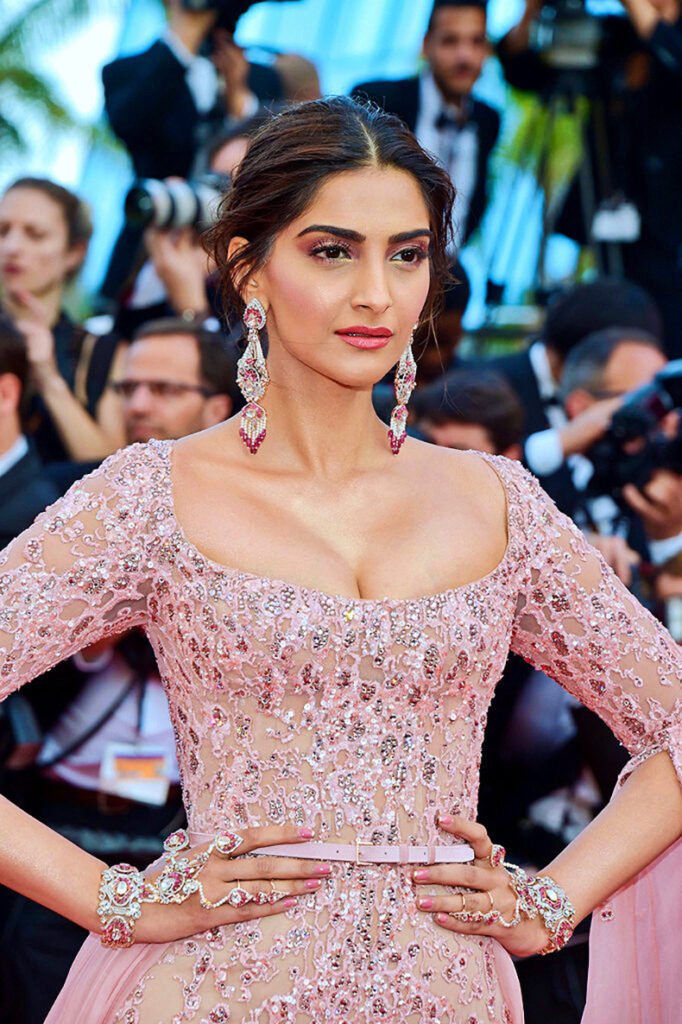 Sonam Kapoor's sexiest outfits she has ever worn 4