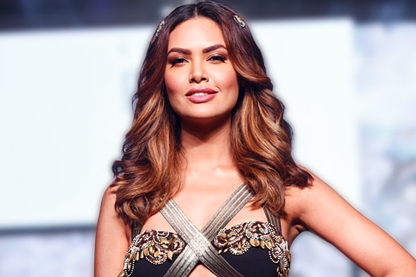 Stunning Photos of Esha Gupta that increase the pace of our heartbeat 1