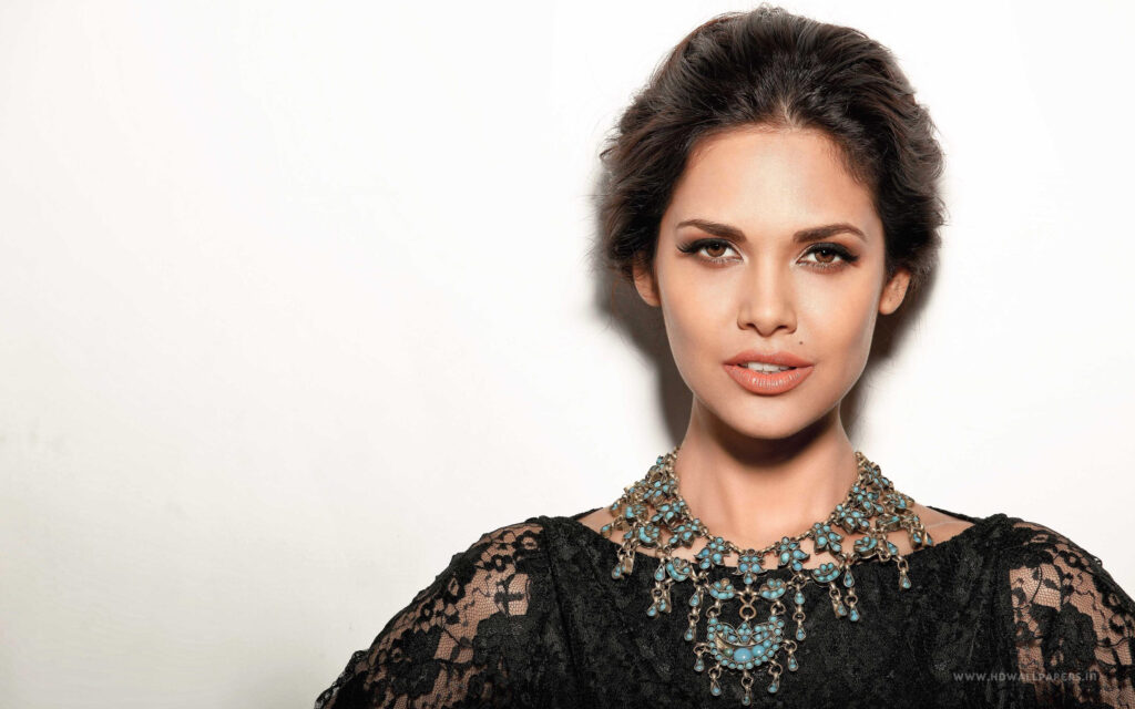 Stunning Photos of Esha Gupta that increase the pace of our heartbeat 3