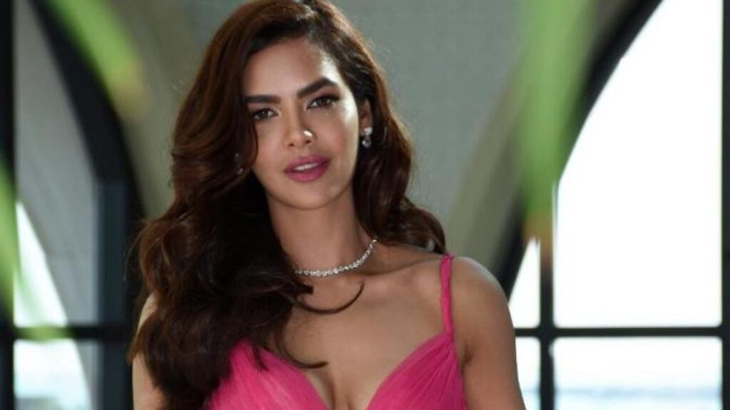Stunning Photos of Esha Gupta that increase the pace of our heartbeat 4
