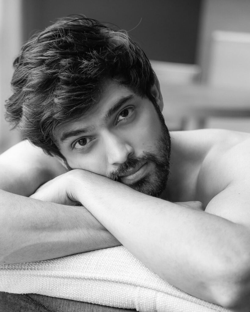 Take a look at hot Instagram pictures of Parth Samthaan! 11