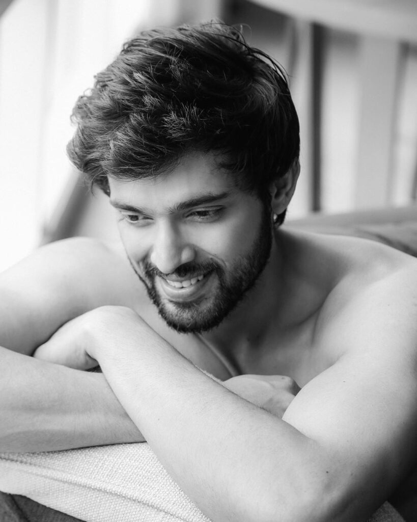 Take a look at hot Instagram pictures of Parth Samthaan! 15