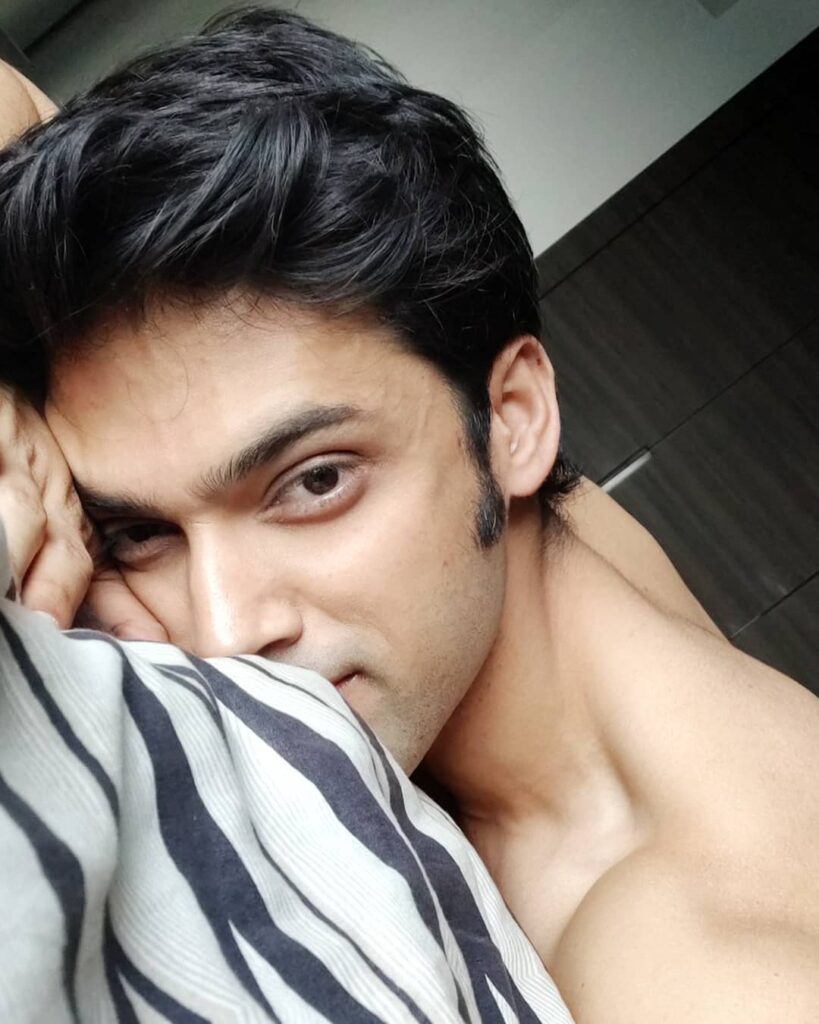 Take a look at hot Instagram pictures of Parth Samthaan! 23