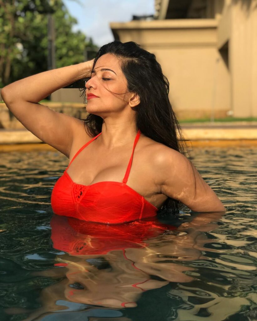 Temperature soaring high because of these bikini pictures of Monalisa 2