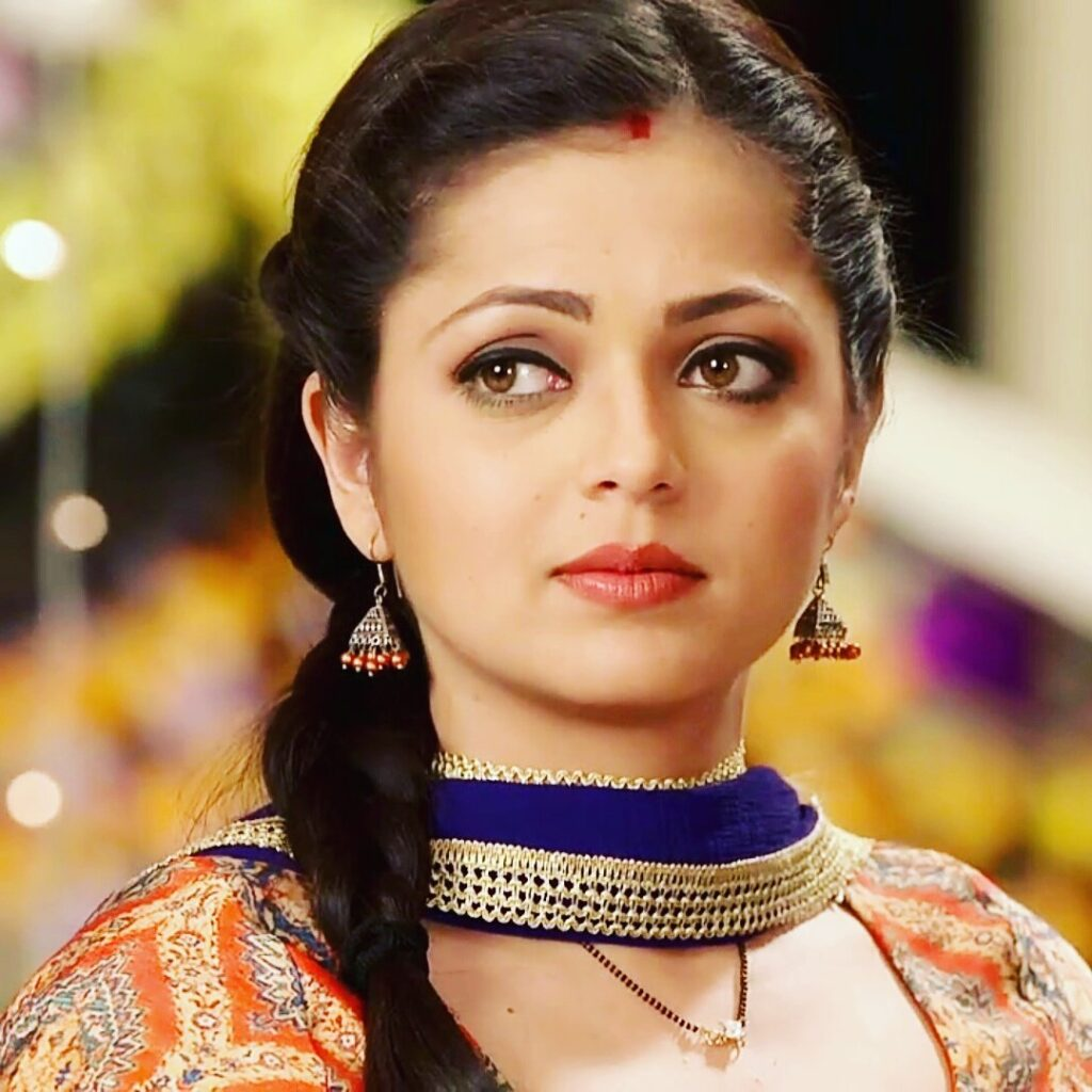 4 strong roles played by Drashti Dhami 4