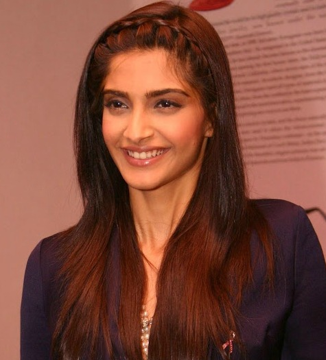 5 Quick and Simple hairstyles of Sonam Kapoor 3